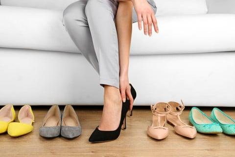 sone con zapatos significado