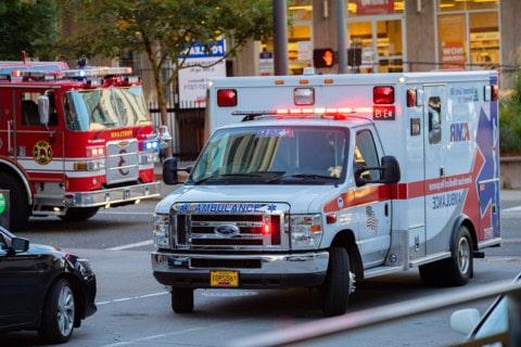 sone con una ambulancia que significa