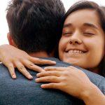 Qué significa soñar con abrazar o dar un abrazo